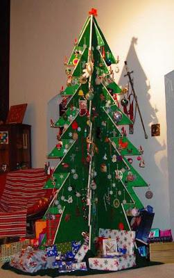 Kanelstrand weekend diy make your christmas tree for Plywood christmas tree