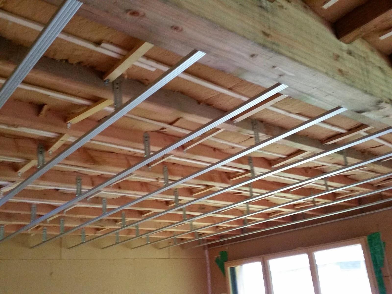 ma grande cabane en bois avant le placo les rails. Black Bedroom Furniture Sets. Home Design Ideas