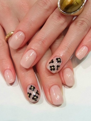 Chic-and-Easy-Fall-2012-Nail-Art-Designs-11