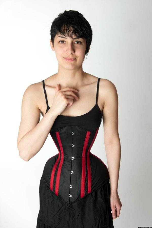 (GAMBAR) Wanita Miliki Pinggang Terkecil Catat Rekod Dunia