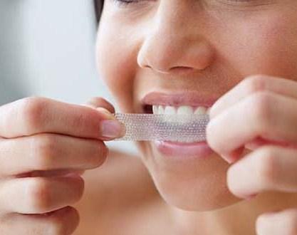 albirea dintilor cu benzi de albit