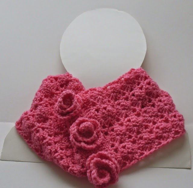free lacy crochet cowl pattern with roses