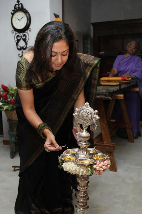 jyothika launches lakshmi sarees hot images