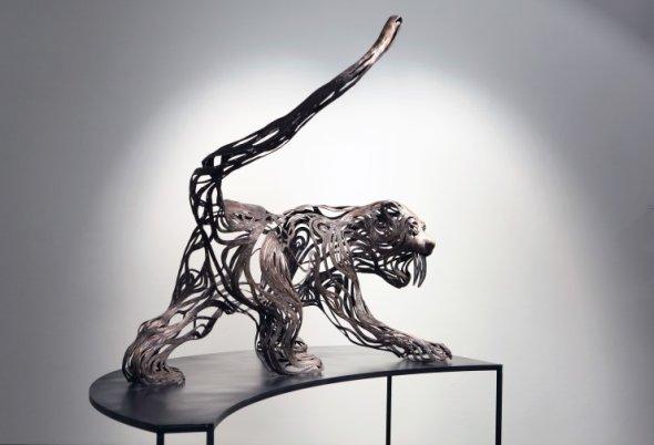 Kang Sung Hoon  esculturas de animais ao vento com tiras de metal Tigre