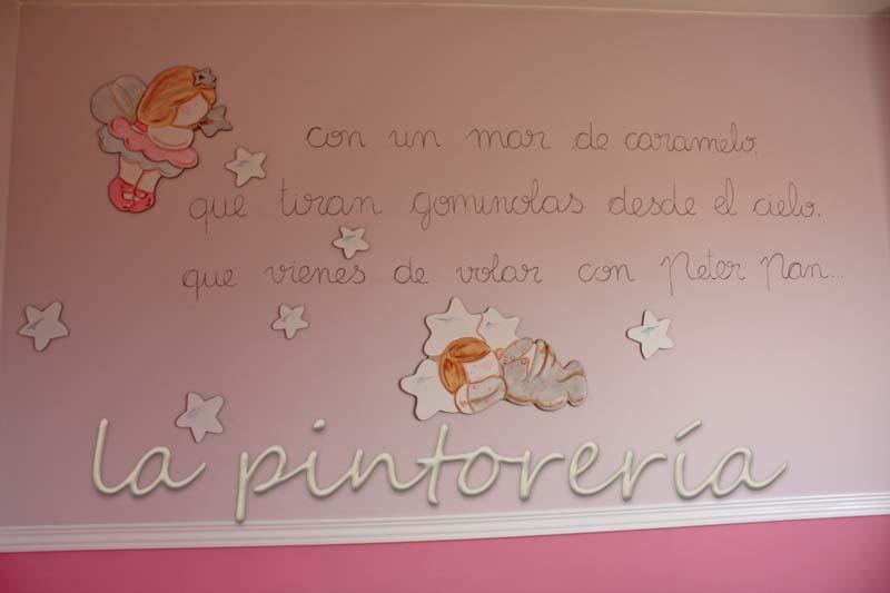 Des murs enchant s pinture murale avec sticker en bois for Peinture murale chambre fille