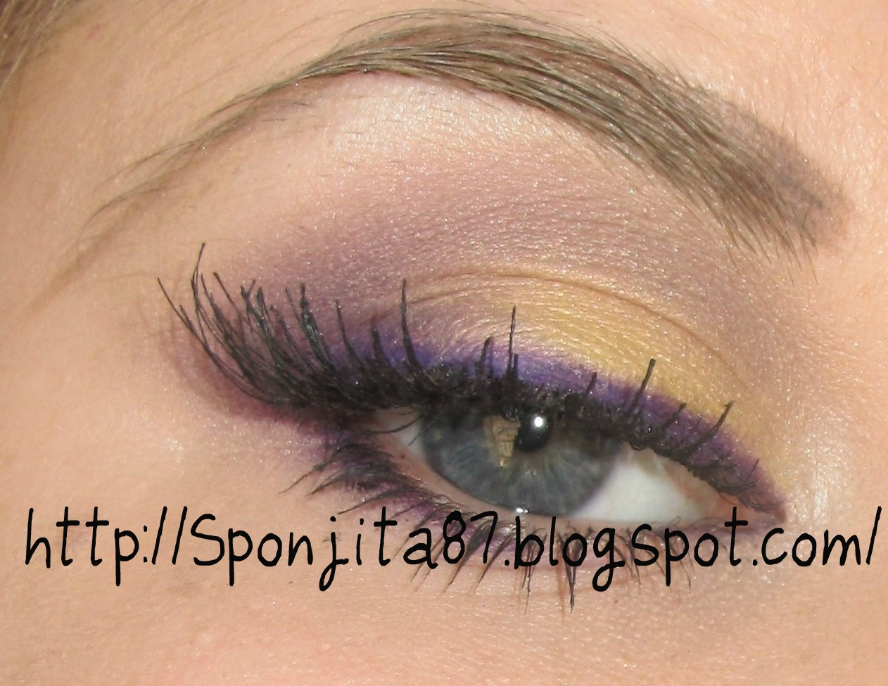 Look Papagayo: Morado y amarillo.