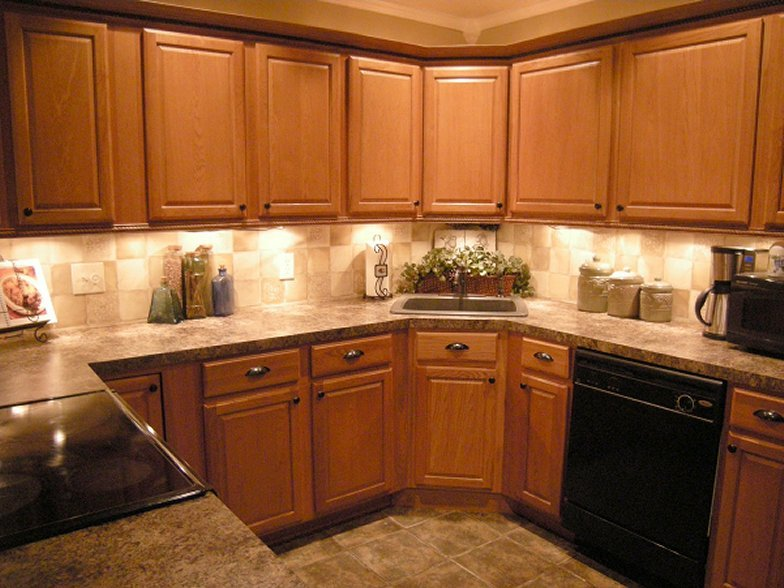 Oak cabinet backsplash house furniture for Kitchen ideas with oak cabinets