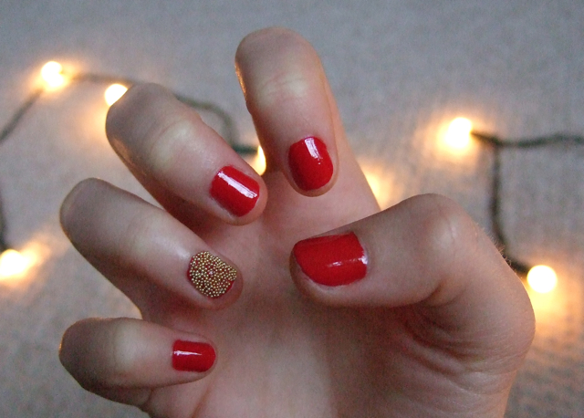 11 Beautiful Red and Gold Nail Designs