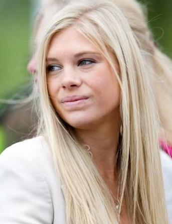 chelsy davy wedding. Chelsy Davy arrives at the