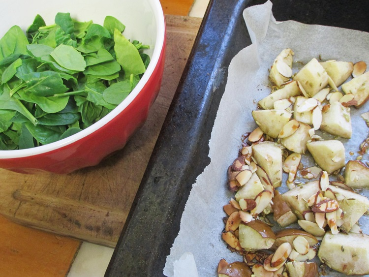 Spinach leaves + honey- roasted pear, almonds & fennel seeds