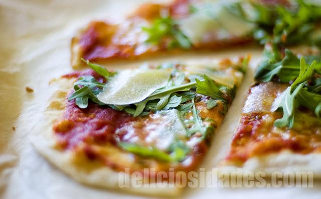 deliciosidades - Pizza de rúcula y parmesano