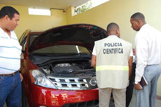 Policía asume investigación agresión a tiros contra vehículo de esposa alcalde SDN