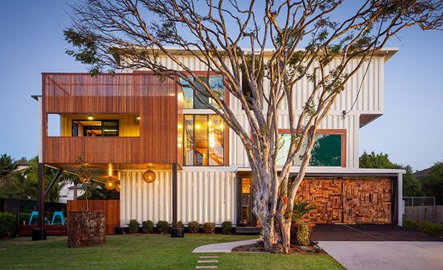 Moderna casa construida utilizando 31 contenedores de envío