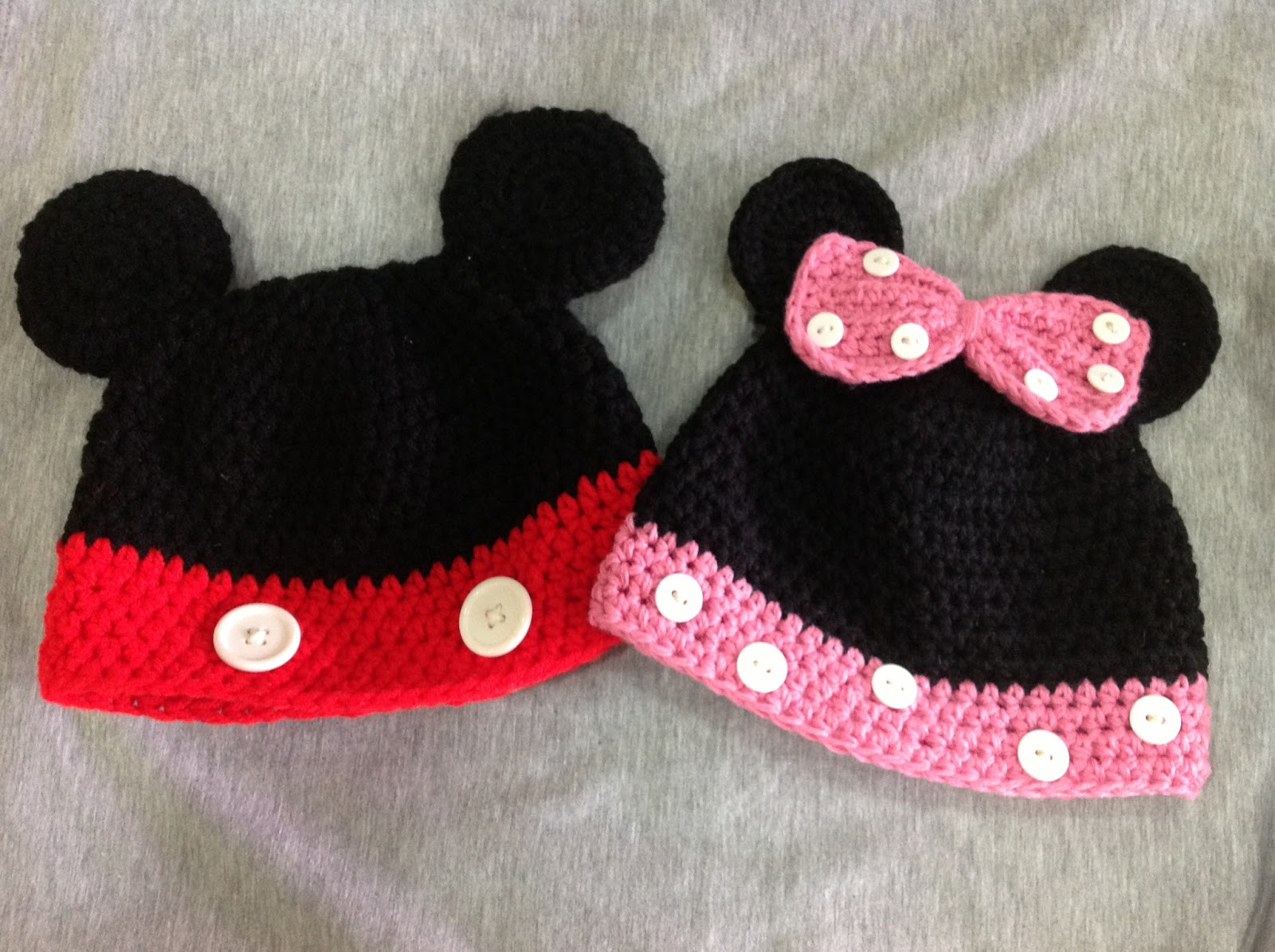Hooks, Crochet & Yarn: Mickey & Minnie Hats