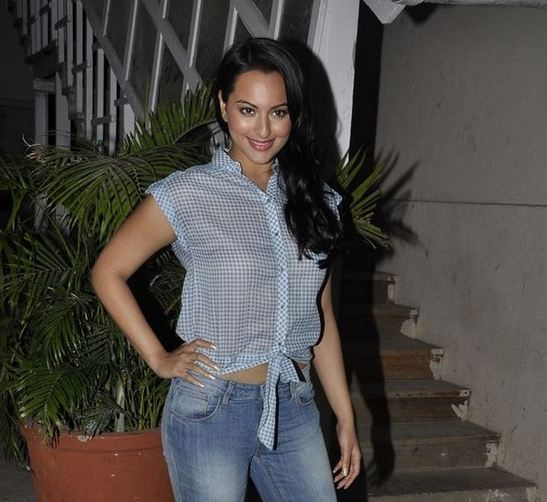 Sonakshi-Sinha+hot+in+jeans