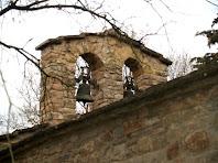 Detall del campanar de cadireta de l'ermita de Sant Quirze de Subiradells