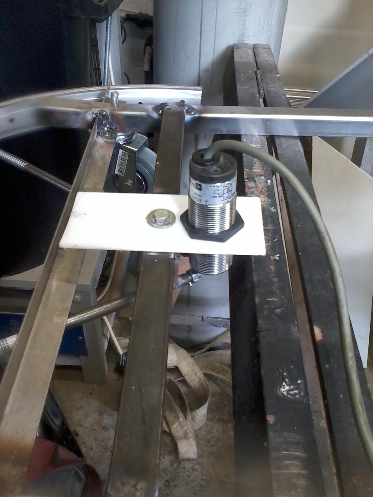 diy cutflower 2 0 tondeuse robot par arduino capteur pare choc. Black Bedroom Furniture Sets. Home Design Ideas