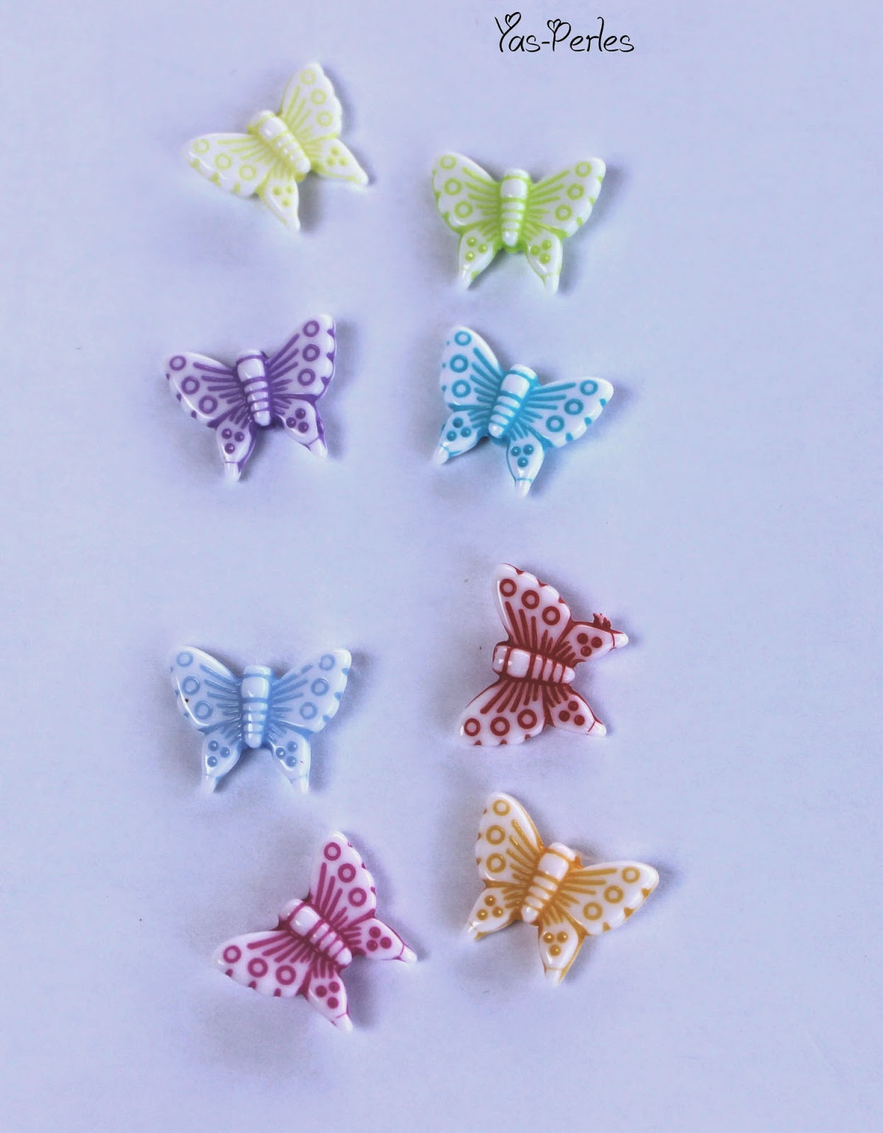http://www.alittlemercerie.com/perles-synthetiques/fr_lot_perles_colorees_forme_papillon_x30_-3172045.html