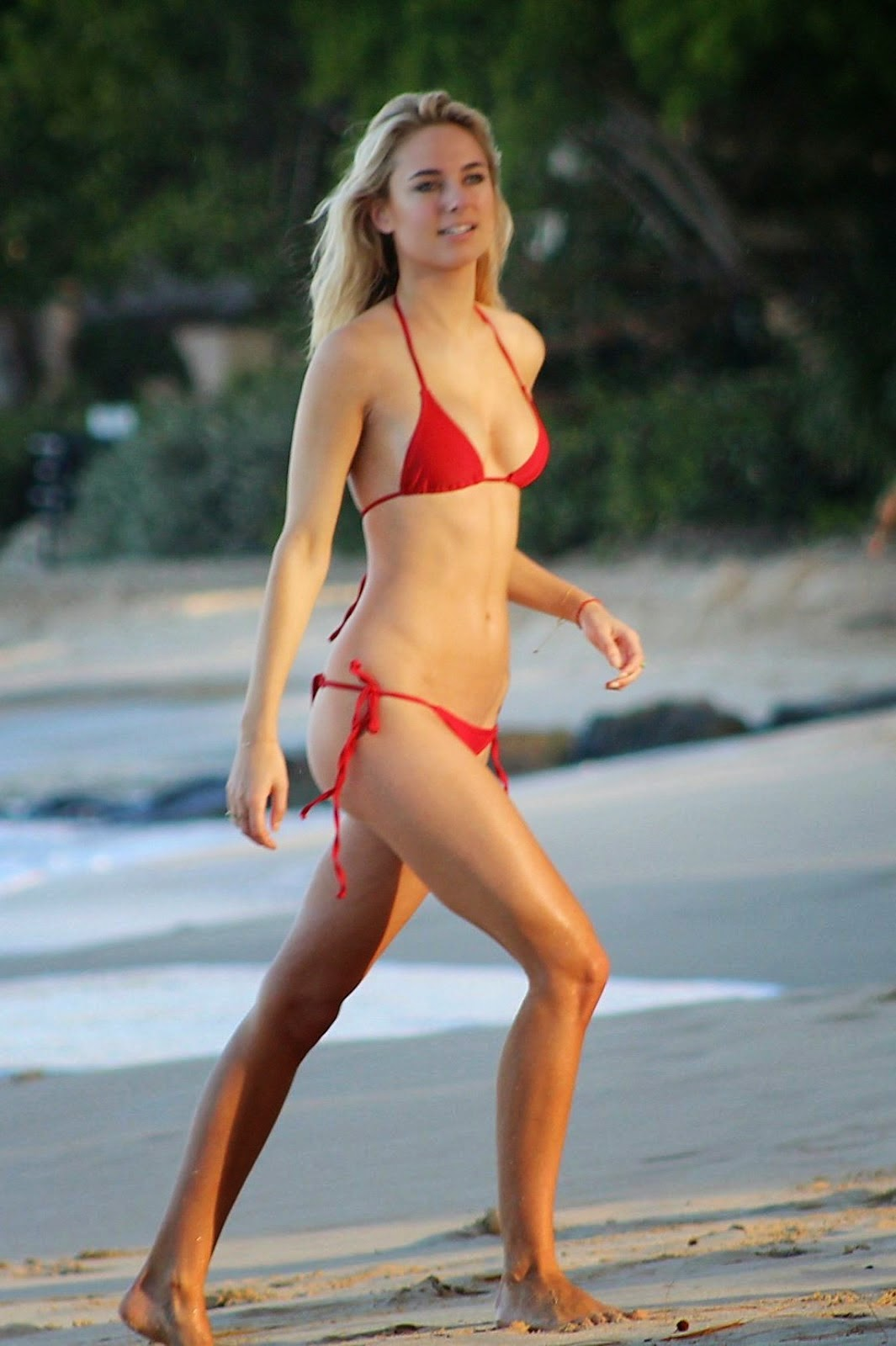 Kimberley Garner Showcasing Her Sexiest Body In A Tiny Red Bikini In ...