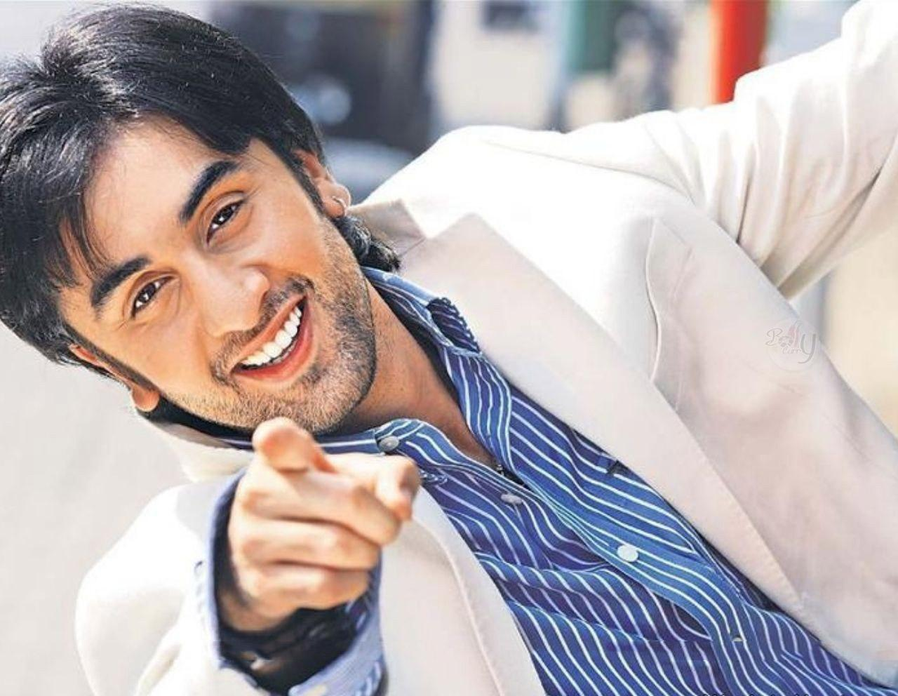 http://2.bp.blogspot.com/--s_dsV4f8ak/TmjPtYJNF6I/AAAAAAAAArY/q5wmskKt4gs/s1600/Stylish-Actor-Ranbir-Kapoor-In-White-Coat-Wallpaper.jpg