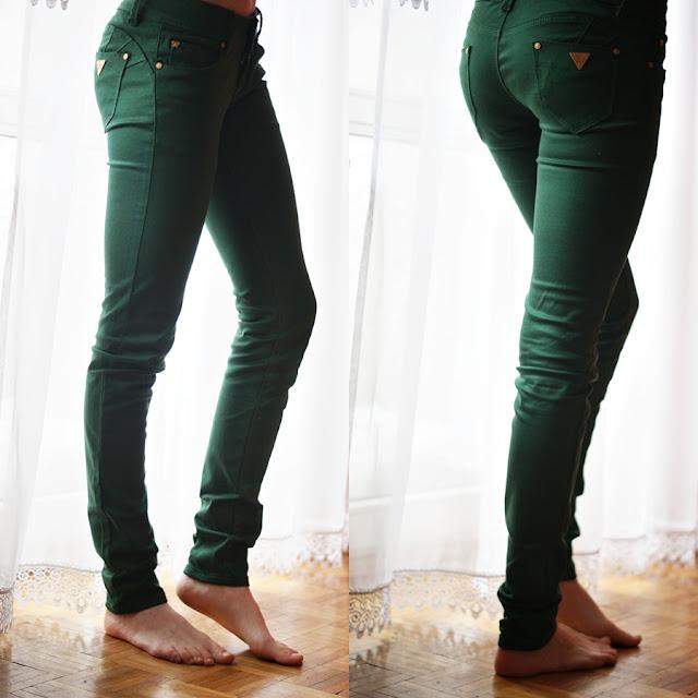 zielone spodnie..