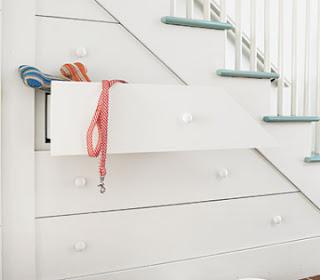 Armario, recibidor, espacio debajo de las escaleras, espacio debajo de las gradas, lugares funciones, rincones funcionales, rincones con decoración, aprovechando espacios,