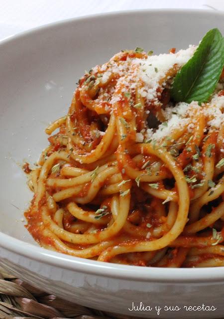 Espaguetis En Salsa De Pimientos Rojos