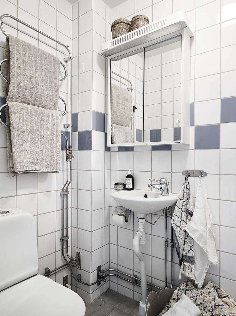 apartamento-nordico-blanco-gris-baño