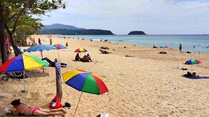 Sonnenschirme Karon Phuket
