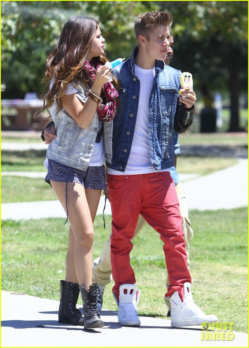 justin bieber with Selena Gomez 5