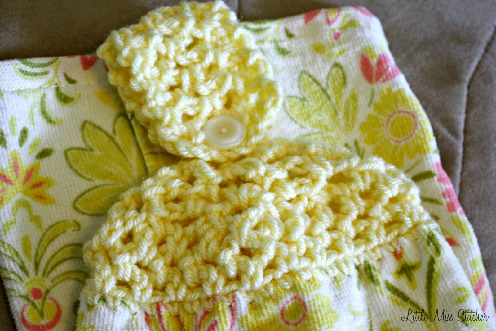 http://little-miss-stitcher.blogspot.com/2014/05/textured-towel-topper.html