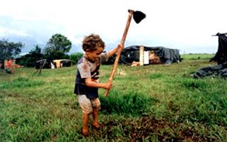Pobreza e baixa escolaridade estão entre principais causas do trabalho infantil no país