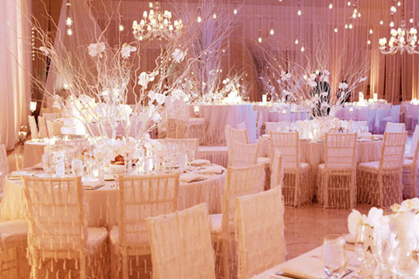 The french touch a warm and cozy winter wedding for Wedding reception room decoration ideas
