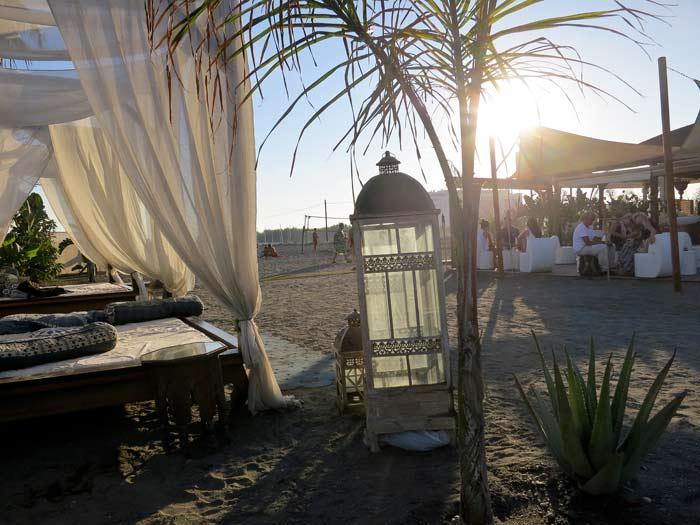Hip andalusie tanit de bahia beachclub for Sala hollywood malaga