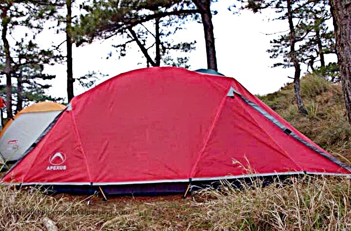 The 30-inches U-shaped walk-in with mesh doors 3u00276u201d max interior height make this a very livable tent. & The Philippine Mountaineering