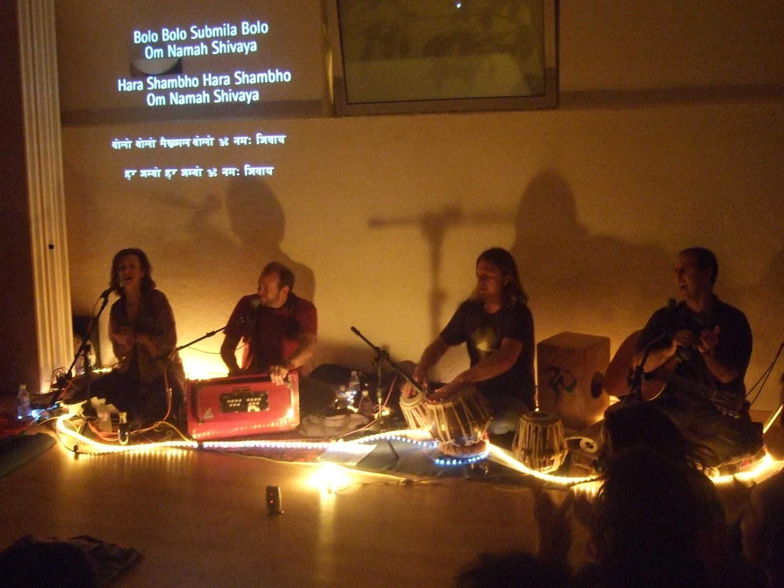 Resultado de imagen de Kirtan. Meditación, música y Mantras.