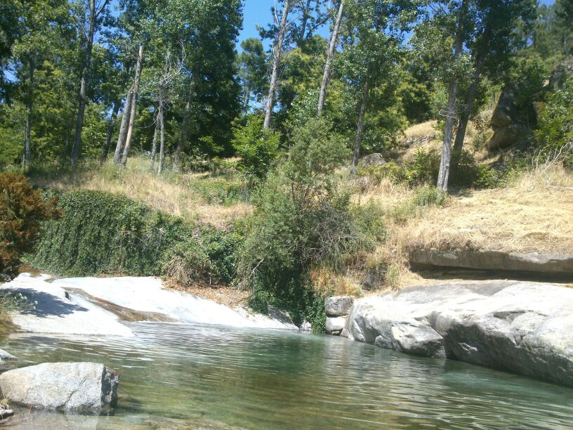 Hotel rural los molinillos piscinas naturales gredos for Piscinas naturales sierra de gredos