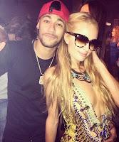 Nos últimos dias de férias, Neymar cai na farra muito bem acompanhadoao lado de Paris Hilton