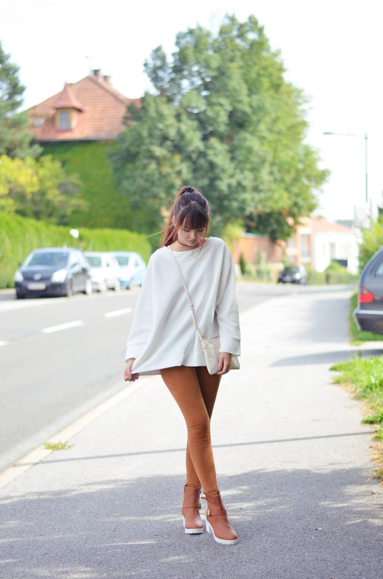 Rauleder_Leggings_Herbst_Outfit_weißer_Pullover_österreichische_Fashion_Mode_Blogger_ViktoriaSarina