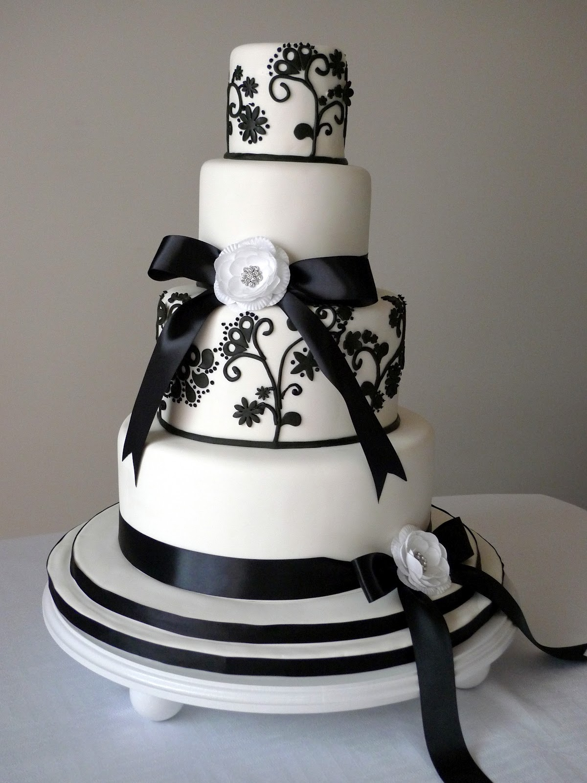 Cakebee Elegant Black & White Wedding Cakes