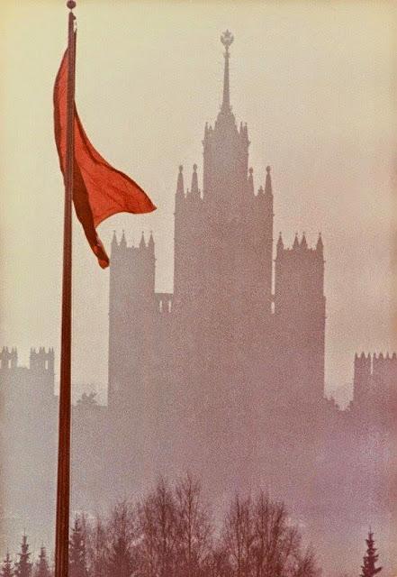 Desmontando la leyenda negra de la URSS Bandera.%2B1960.%2BFotograf%25C3%25ADa%2BDmitry%2BBaltermants