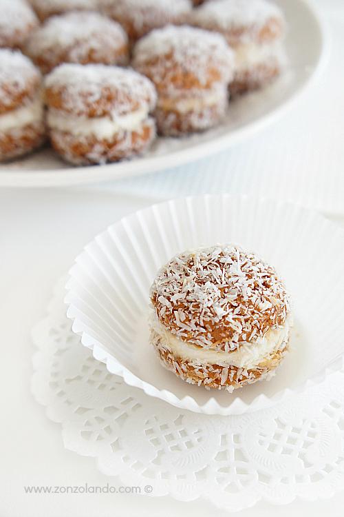Baci di dama al cocco e amaretti con mascarpone ricetta dolcetti per tè e fine pasto lady kisses biscuits recipe