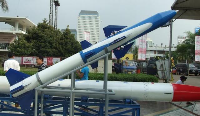 Menhan perkenalkan roket RHAN 1210