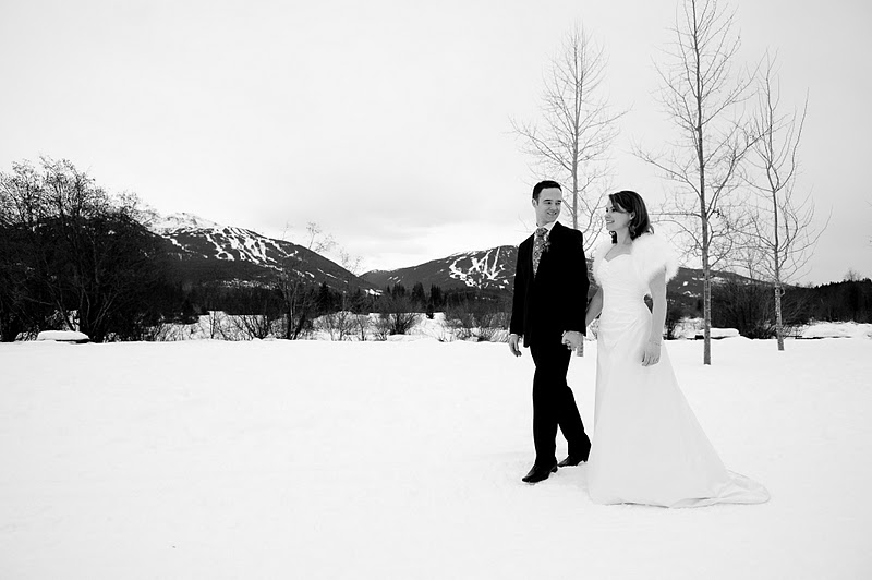 The addition of a Sasso shrug makes for an iconic winterbride style