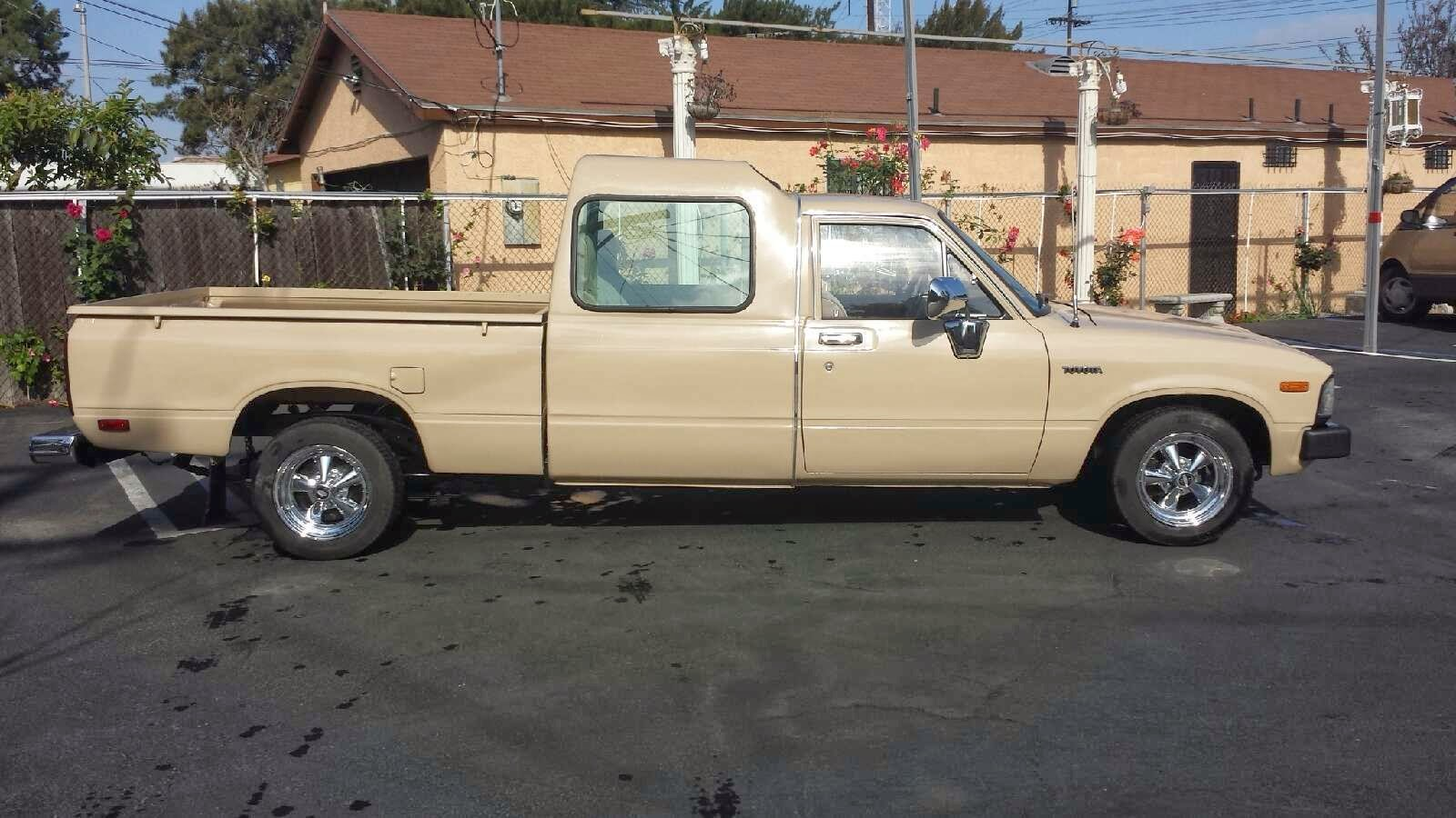 Daily Turismo 1k Long Wheelbase 1982 Toyota Hilux Pickup Crew Cab