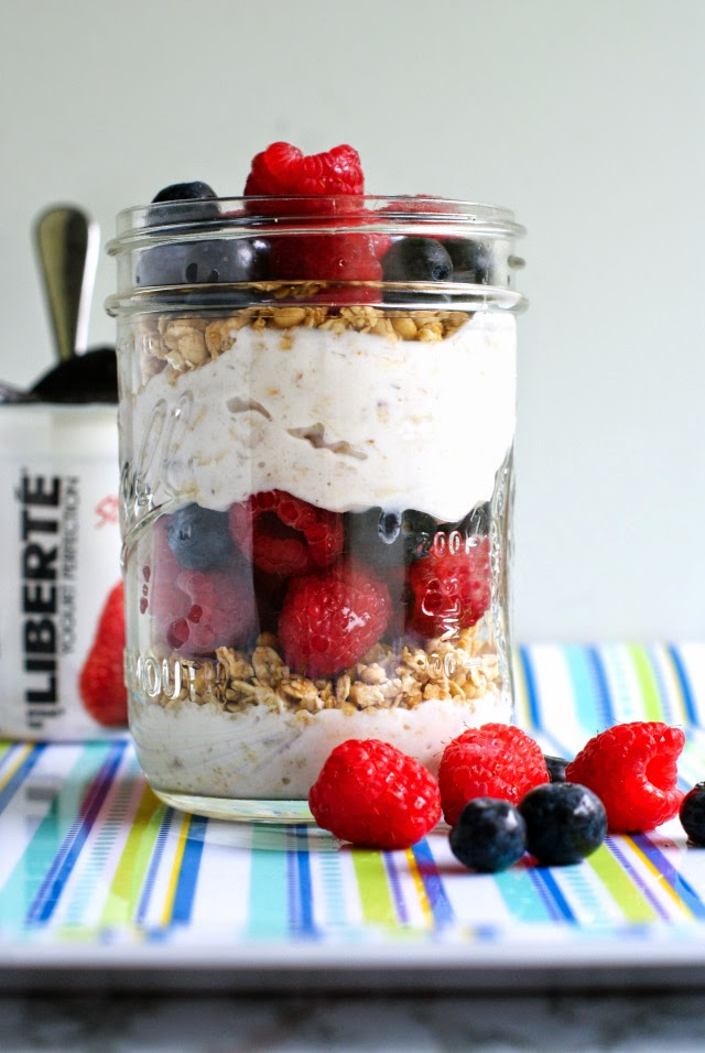 Berry and Granola Mason Jar Break Fast Parfait  | thetwobiteclub.com | #yogurtperfection #makeahead #healthy #ad