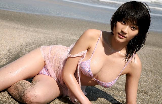 Siswi Jepang Seksi Toge ini Sedang Belajar, Jangan Ganggu!