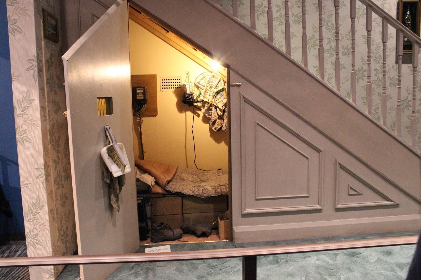 Dilys eikelboom warner bros harry potter studio tour - Office outs onder de trap ...