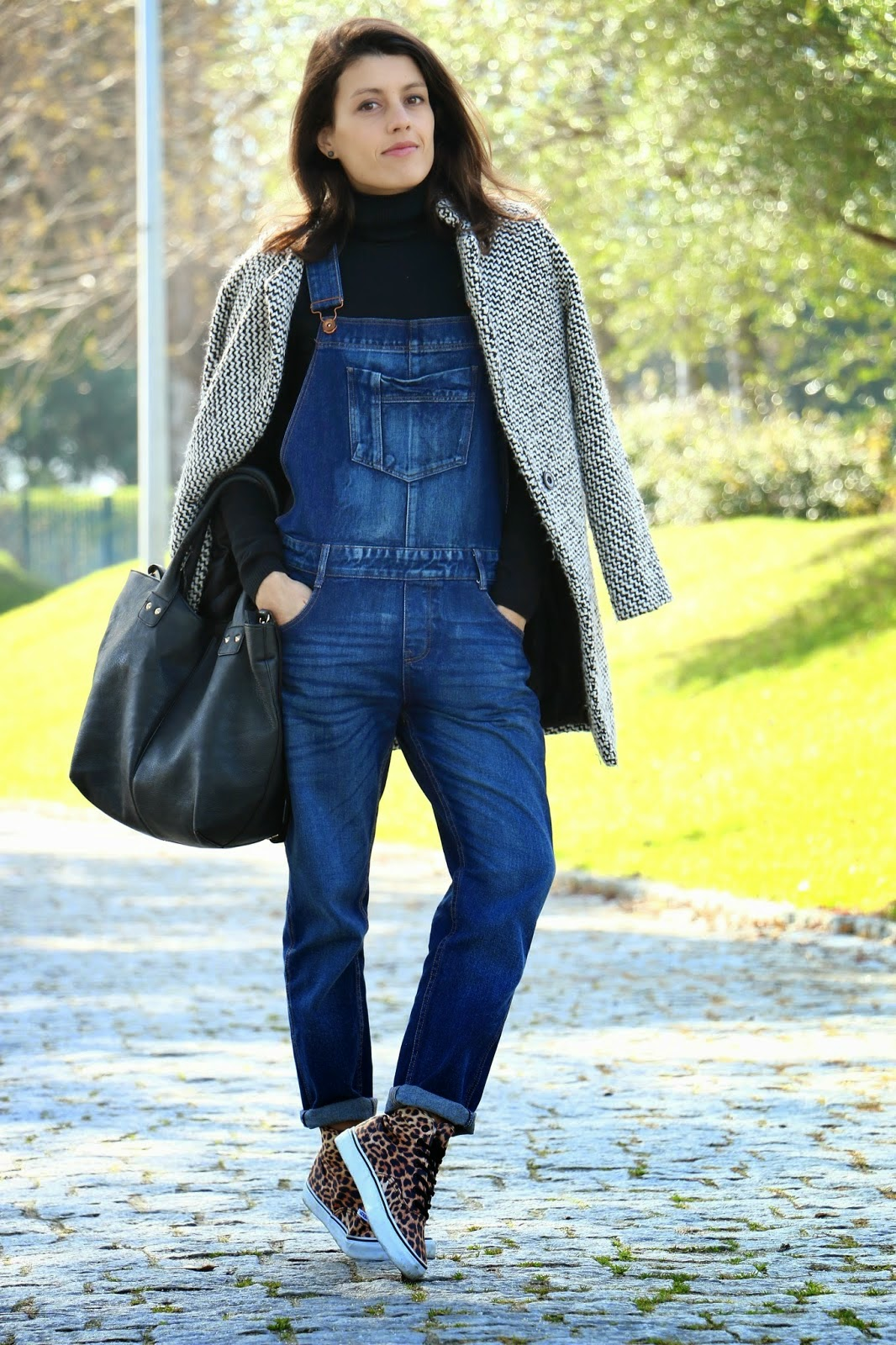 http://ilovefitametrica.blogspot.pt/2015/01/dungarees-and-leo-print.html