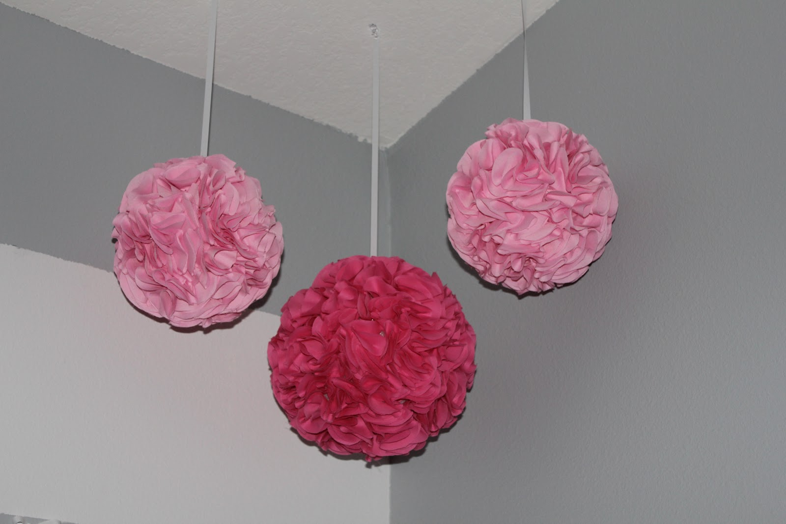 simply made with love diy fabric pom poms. Black Bedroom Furniture Sets. Home Design Ideas